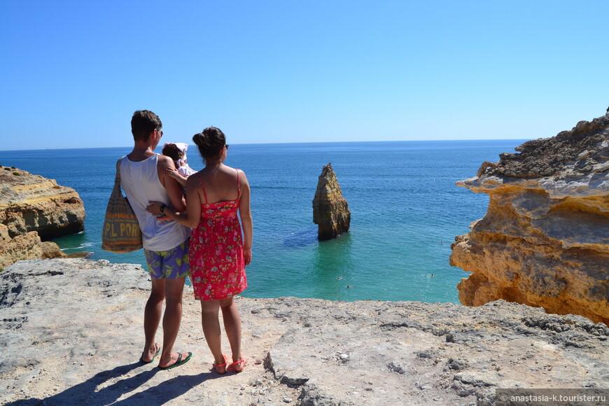 А это вид на пляж сверху. Такое в Португалии встречается часто: спускаетесь вниз - отличный пляж, поднимаетесь наверх получаете шикарный вид.