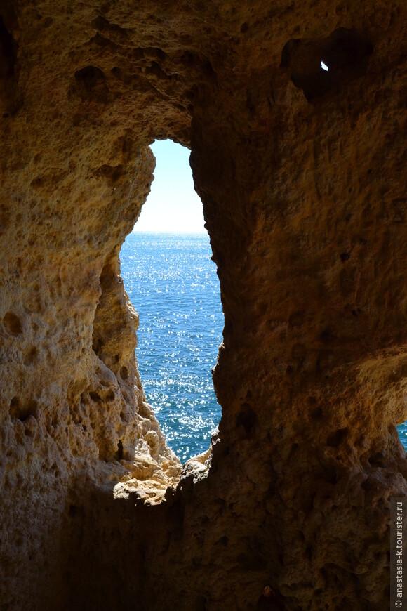 Я бы рекомендовала его для красивых фотографий и романтических встреч. Все эти скалы невероятно живописны, много укромных мест. За каждым поворотом новое уникальное местечко.