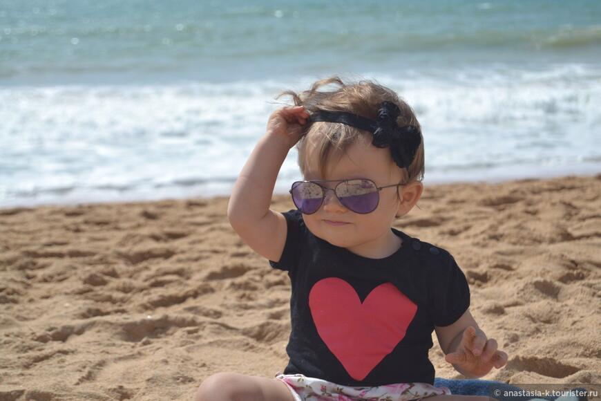 Для детей здесь рай. Песка столько, что можно замок в натуральную величину слепить.
