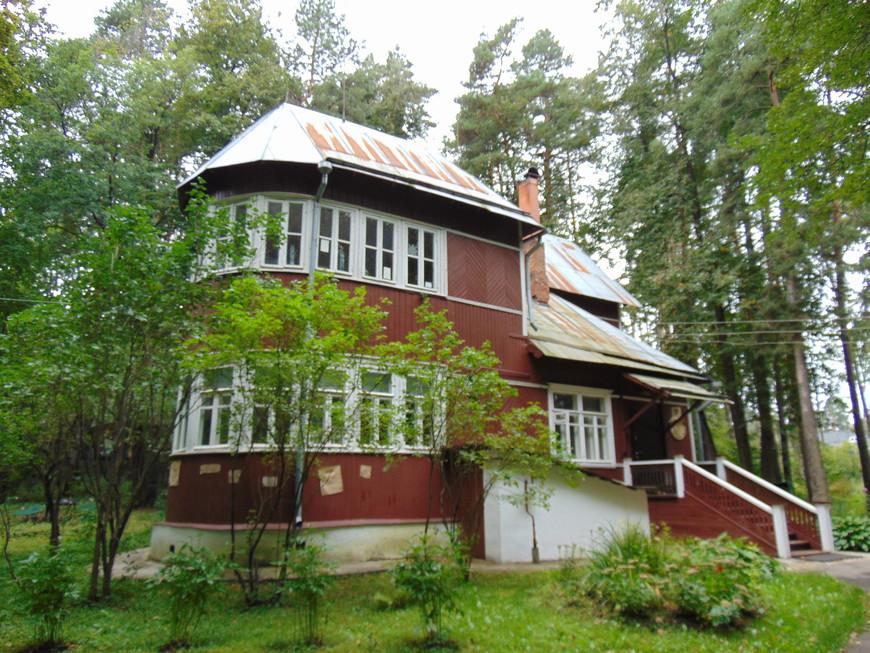 Дом-музей Бориса Пастернака.  В этом же доме он закончил роман «Доктор Живаго», за который ему была присуждена Нобелевская премия в области литературы.