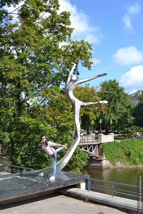 Памятник великому балетмейстеру, лауреату Ленинской премии Марису Лиепе.