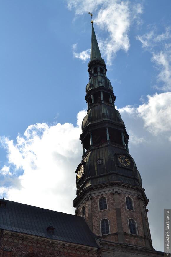 Башня церкви Святого Петра. На высоте в 72 м обзорная площадка. Рекомендую взобраться туда на закате.