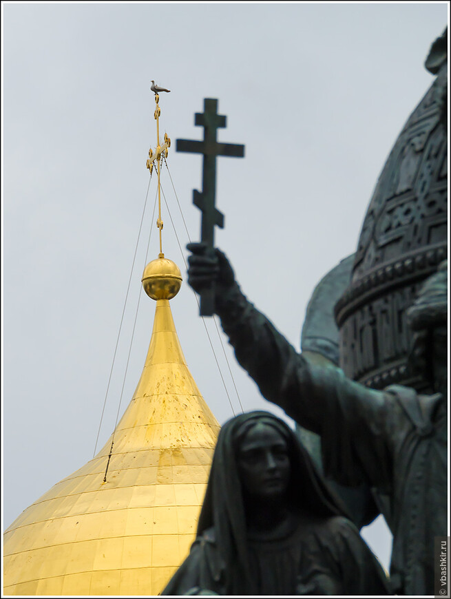 Голубь, севший на крест Софийского собора, окаменел увидев ужасы опричного погрома, учиненного Иваном Грозным в Новгороде...