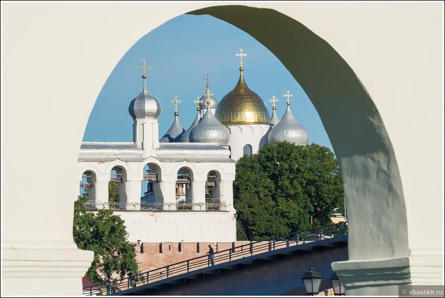 Софийский собор и звонница. Вид из Ярославова дворища.