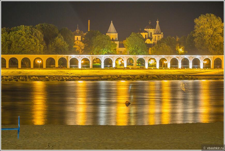 Вечерний вид на Ярославово дворище.