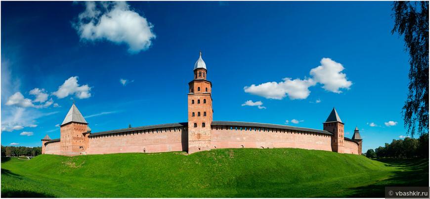 Панорама Новгородского кремля со стороны башни Кокуй.