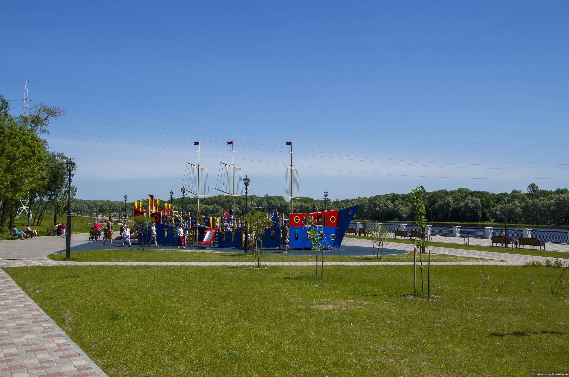 Погода в этот день удалась на славу и наше настроение было соответствующим., Гомельский дворцово-парковый ансамбль.