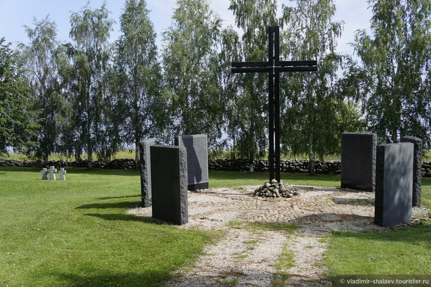 На высоком коростынском берегу летом 1997 года было заложено и открыто немецкое военное кладбище с захоронениями солдат, погибших в окрестностях деревни в 1941—1944 гг.
