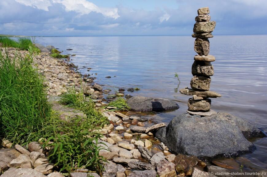 А пока оно не превратилось в камышовое болото предлагаю прогуляться вдоль его берега до Ильменского глинта.