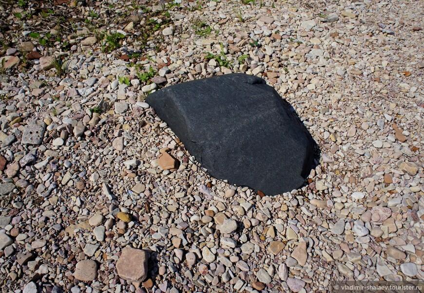 Самый чёрный камень.