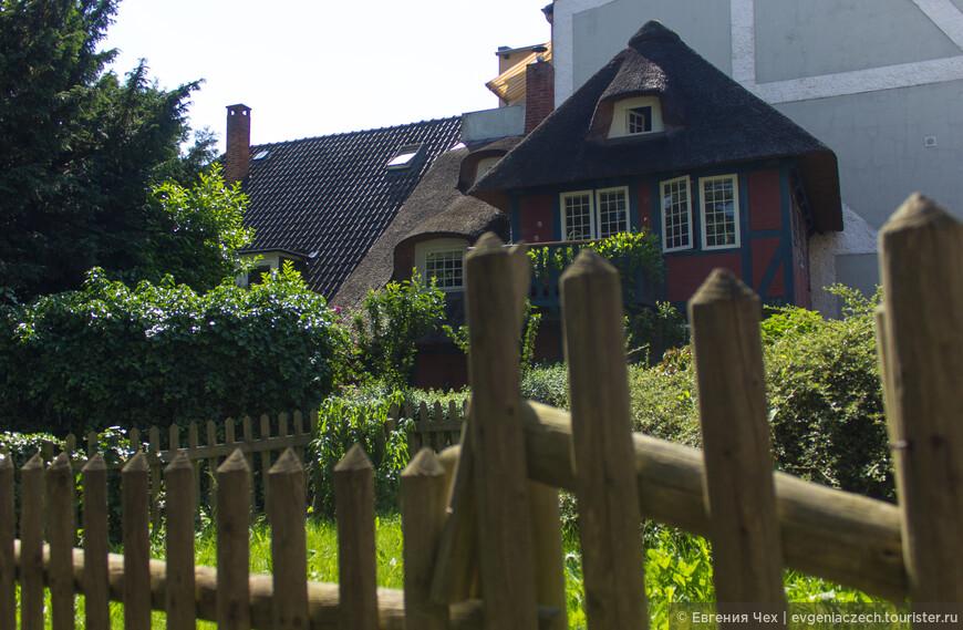 Поначалу, городские богатеи скупали старые крестьянские дворы и кроме цветоводства занимались выращиванием овощей.