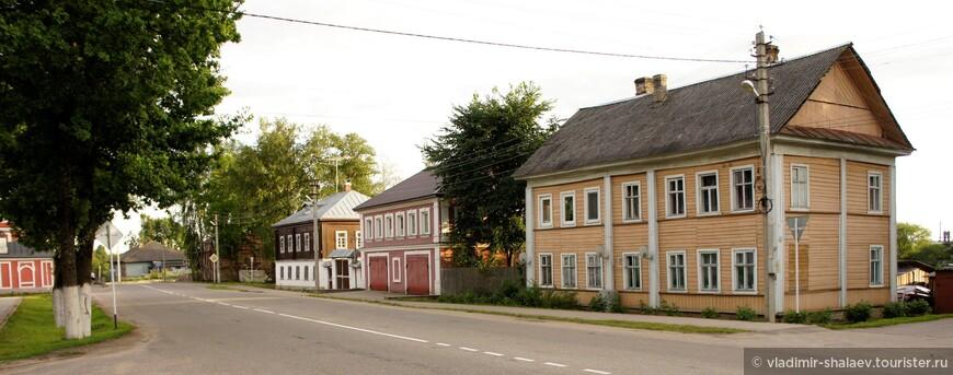 Старая застройка на Комсомольской улице.
