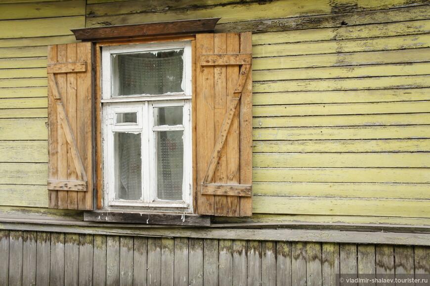 Окно со ставнями.