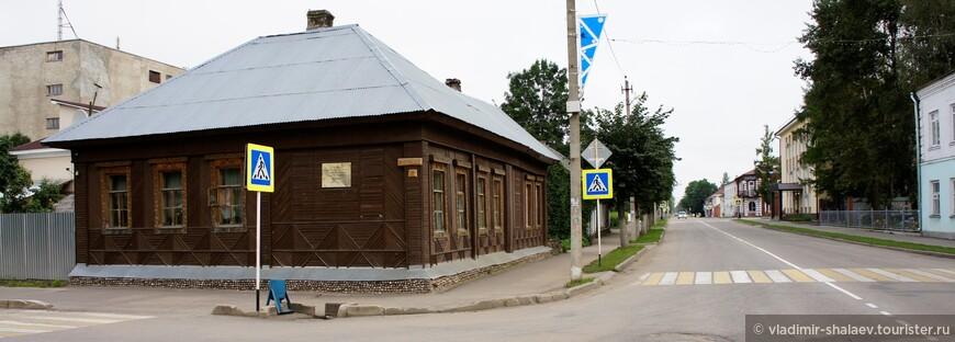 В этом доме жил торопоградский благочинный, протоирей, историк, краевед Владимир Дмитриевич Щукин. (1856-1911 г.г.)