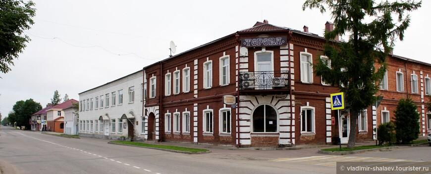 Гостиница Торопа (вторая в городе) расположилась в жилом доме конца XVIII - начала XIX веков.