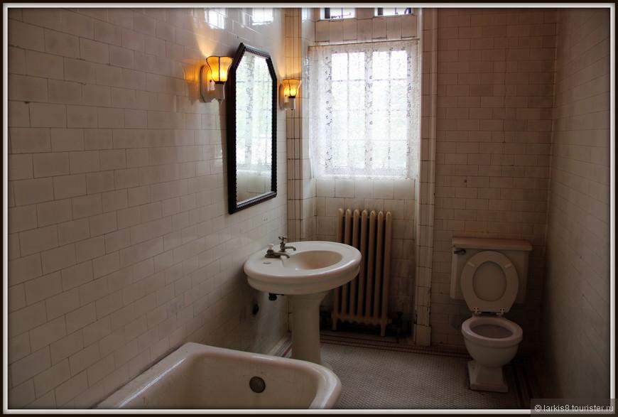 Ванная комната не такая уж огромная.