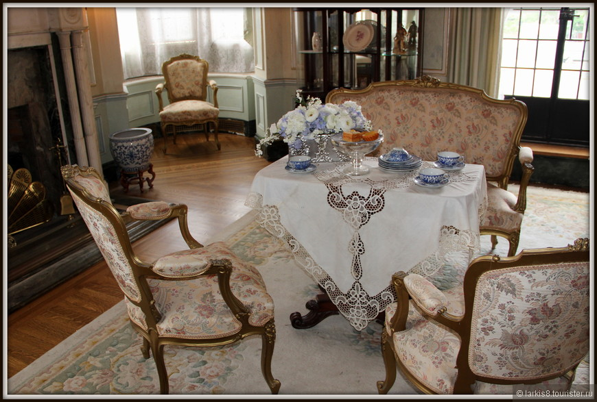 И еще одна – не менее изящная комнатка для посиделок за чаем.