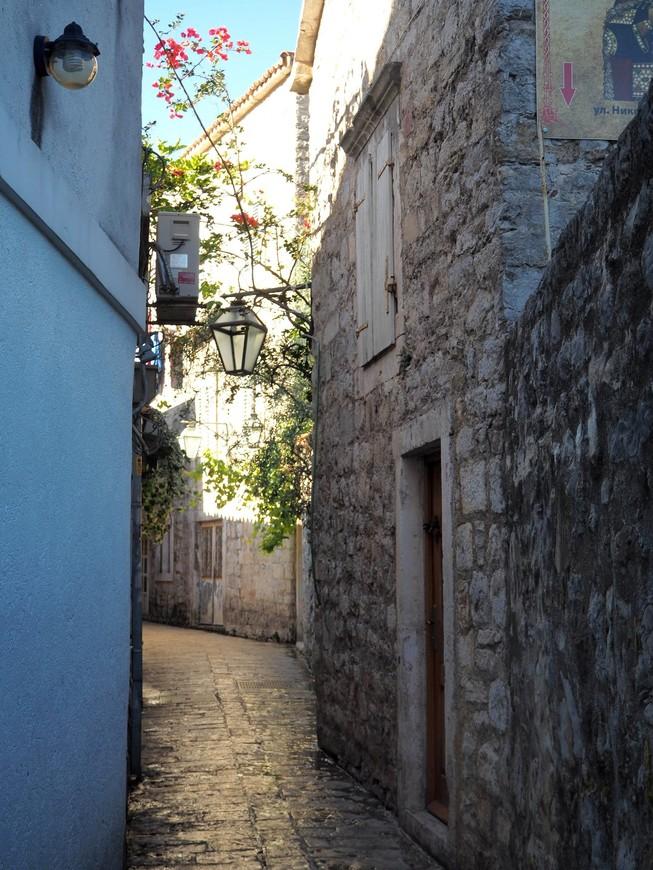 Улицы Старого Города по утру пустынны и тихи.