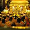 Если повезёт, то сможете увидеть ночную службу в храме
