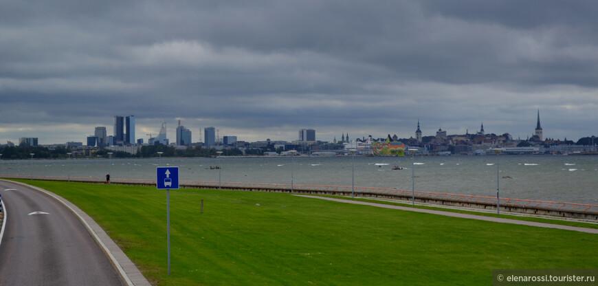 Отсюда, с моря,  часто фотографируют Таллинн - это  его традиционный, очень узнаваемый профиль. Однако здесь хорошо заметно, как в традиционную тему Старого города вплетается современная тема и эта тема звучит все ярче!