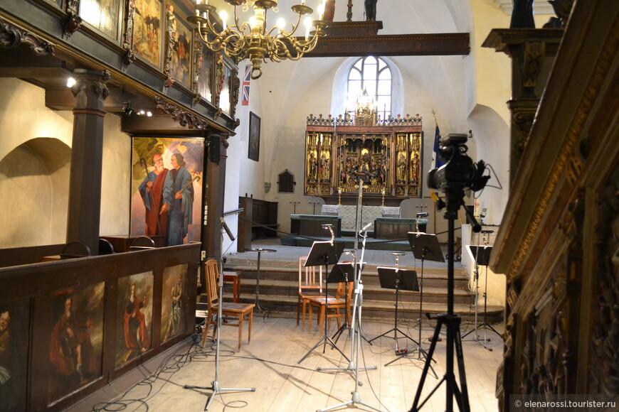 В церкви Святого Духа находится уникальный алтарь, что изготовил Бернт Нотке еще в XV веке. Здесь же находится одна из старейших в Эстонии кафедр - 1597 год! А теперь представьте, что в таком пространстве звучит музыка современного композитора - музыкальный авангард, раскрывающий вечные общечеловеческие темы.