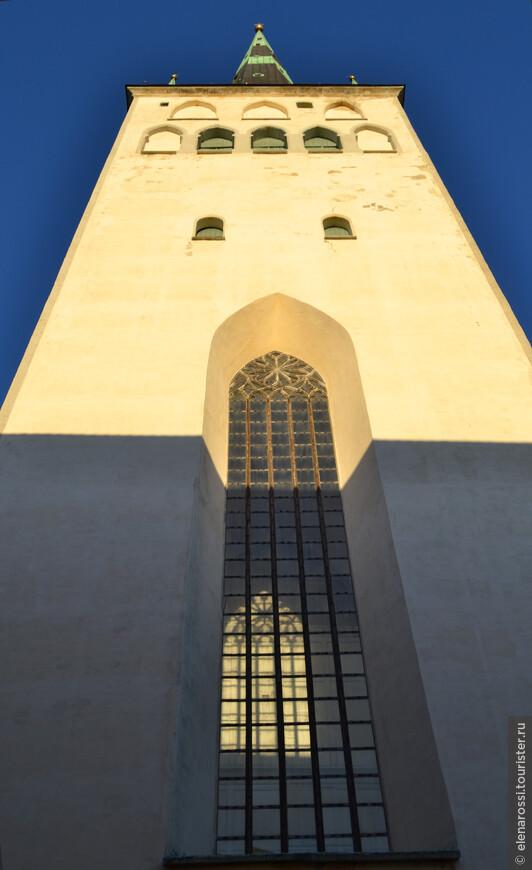 Баптистская церковь Святого Олафа (Олевисте). Древнейшая постройка XIII века! Здесь находится популярная смотровая площадка. Высота церкви Олевисте равна 123,7 метрам.