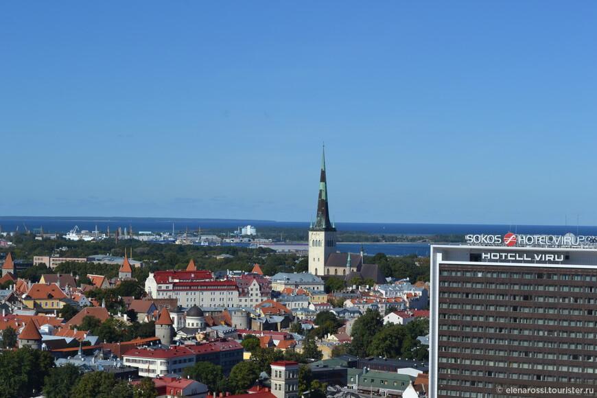 Согласно действующим в Таллине правилам, ни одно новое строение в центре города не может быть выше шпиля этого храма. Так ли это! Современные постройки вряд ли готовы смириться перед величием прошлого...