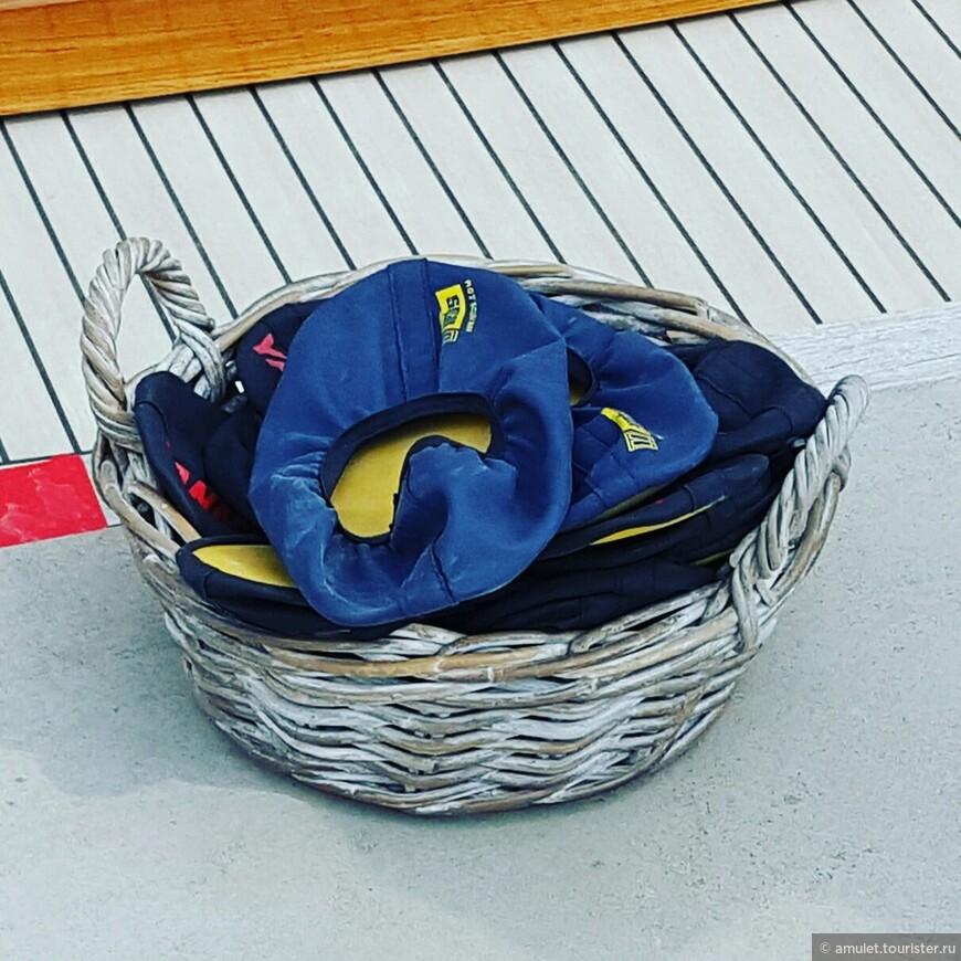 тапочки для осмотра яхт как в музее :)))