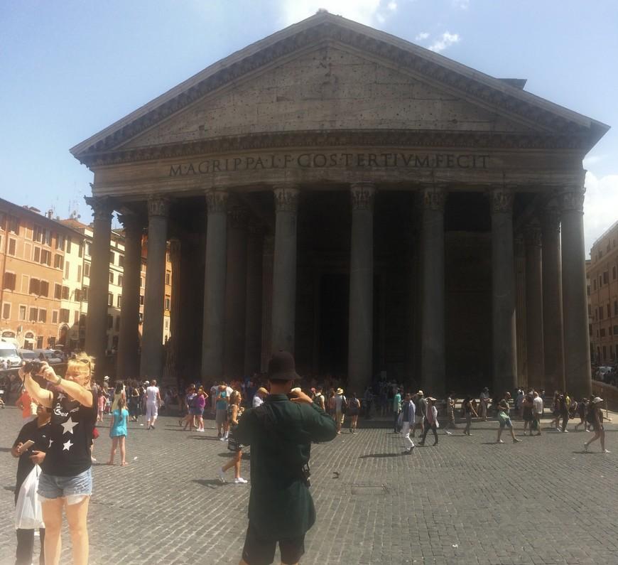 Пантеон внутри оказался огромным!