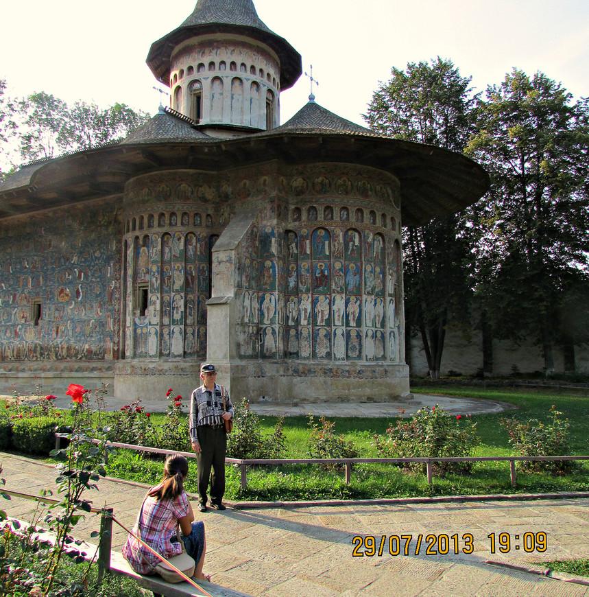 Главное  украшение  монастыря - церковь Георгия Победоносца.