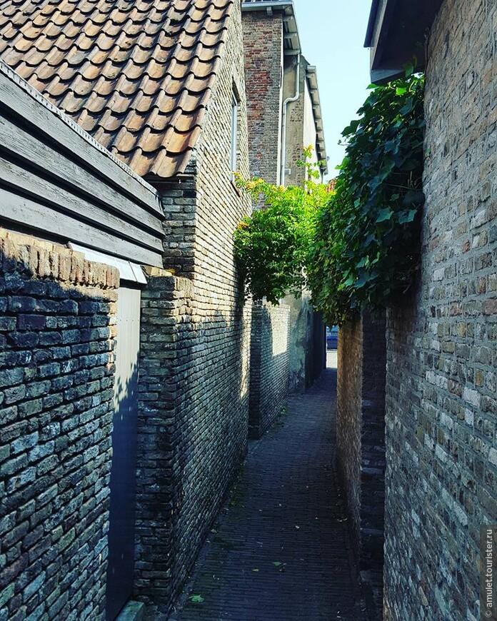 тихие улочки, по которым хочется гулять и гулять и наслаждаться тишиной после шумного Амстердама