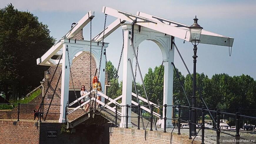 мосты до сих пор разводят вручную