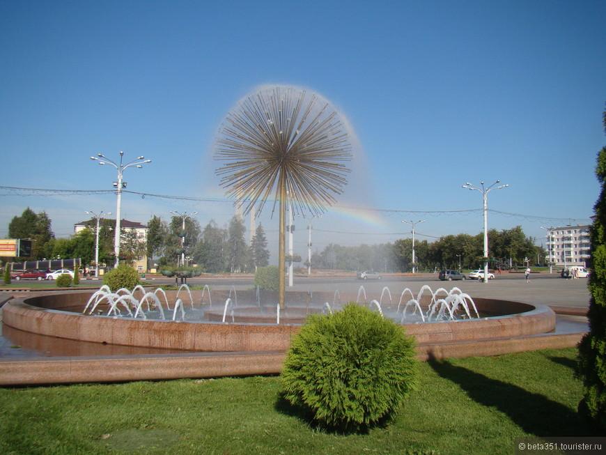 На площади Победы.