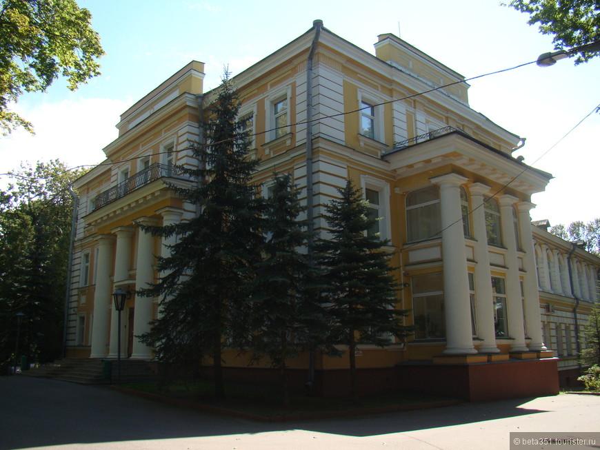 Губернаторский дворец.