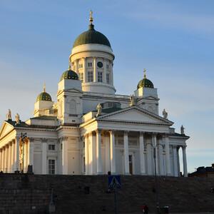 Мощный собор, построенный в 1830-50 годах доминирует над этой частью города.  Собор посвящён святому Николаю - небесному покровителю царствующего в то время императора Николая I.
