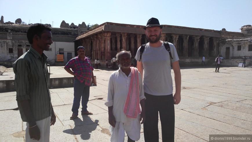 Не смог пройти мимо, не все же индусом фотографироваться с белым человеком, иногда белым тоже хочется таких фото
