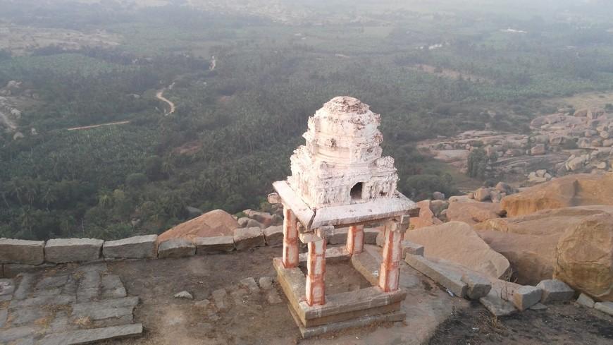 фрагмент храма на горе