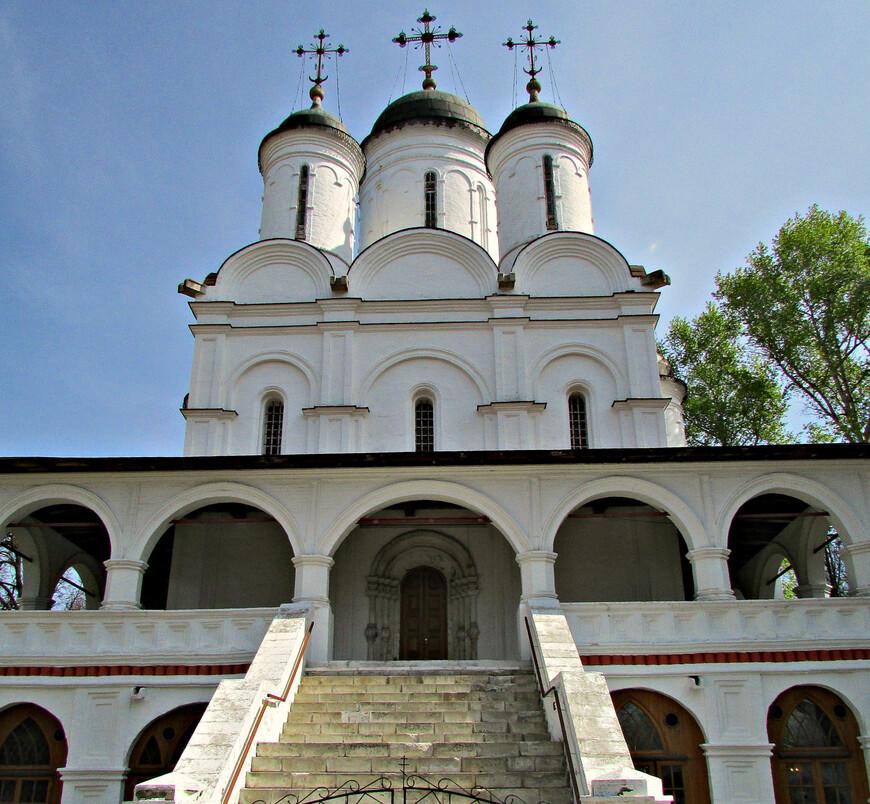 В начале XIX в. в этот храм из соседнего имения Захарово со своей бабушкой Марией Алексеевной Ганнибал часто приезжал маленький Пушкин.
