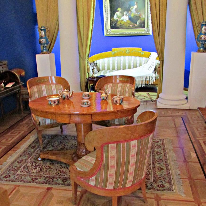 Будуар и парадная спальня князя Голицына.