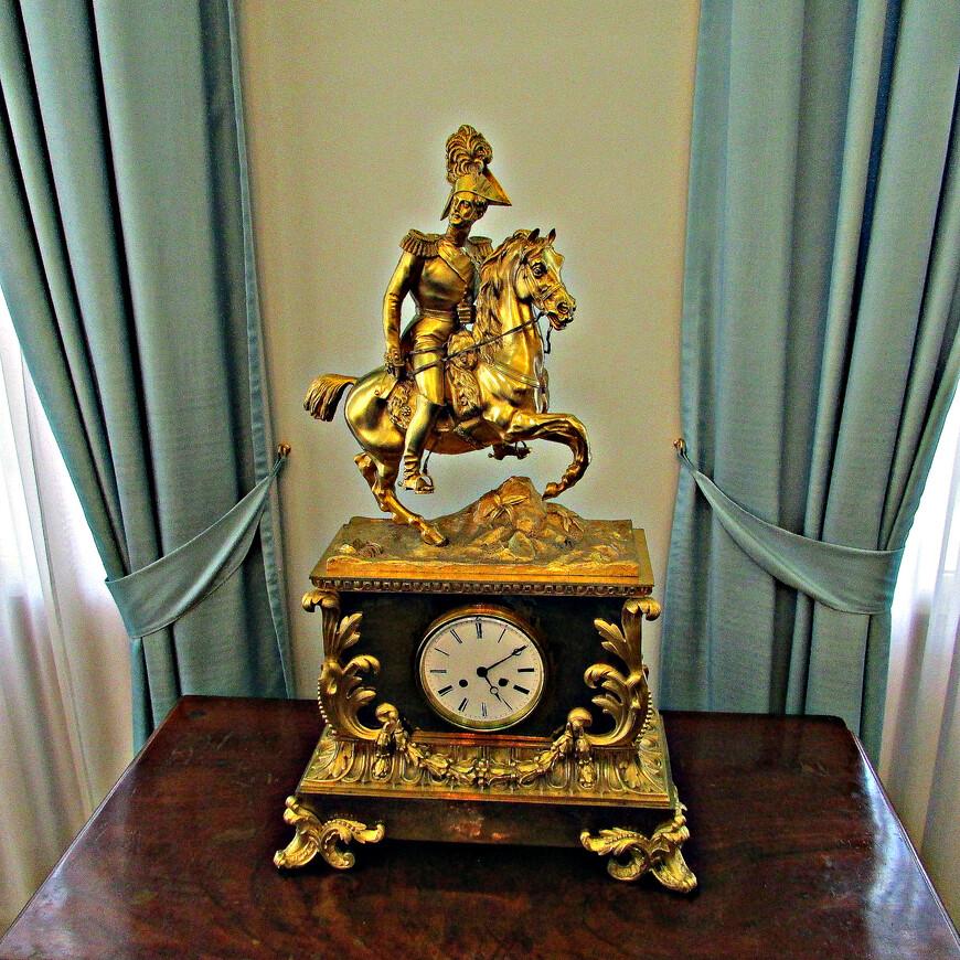 Каминные часы с изображением Николая I.