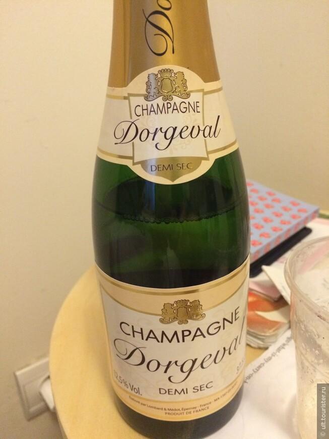 очень вкусное шампанское. стоит дороговато. большая бутылка около 30 евро, а маленькая 10)))