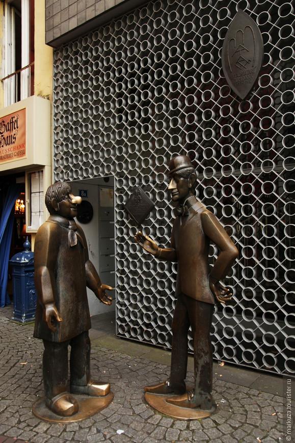 Tünnes and Schäl - персонажи кукольного театра.