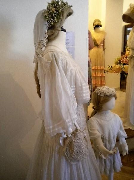 Свадебный наряд из батиста, надевался на нижнее платье.