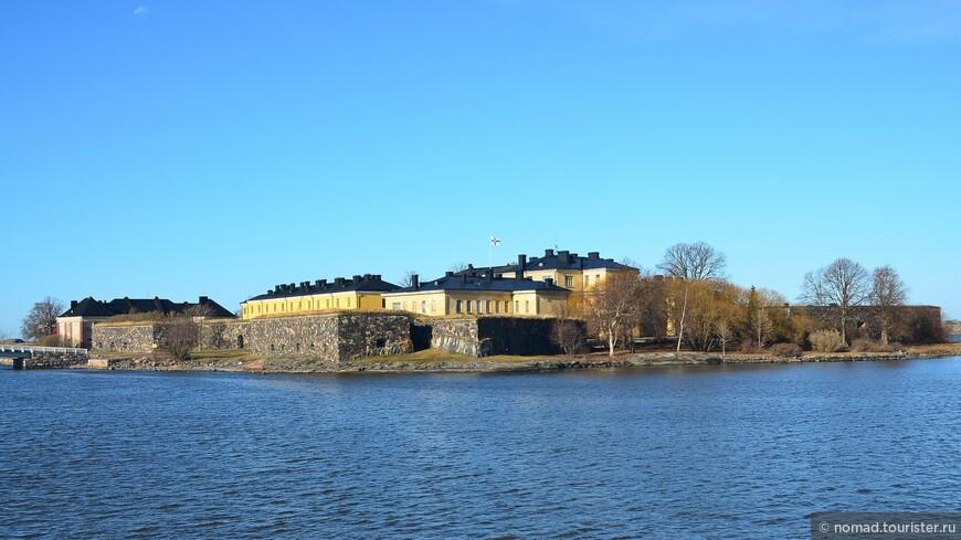 Изначально крепость была построена шведами в 1748-1772 годах для обеспечения безопасности одной из своих провинций – Финляндии.  Крепость, не мудрствуя лукаво, шведы назвали «Свеаборг», что в переводе значит всего лишь «Шведская крепость».