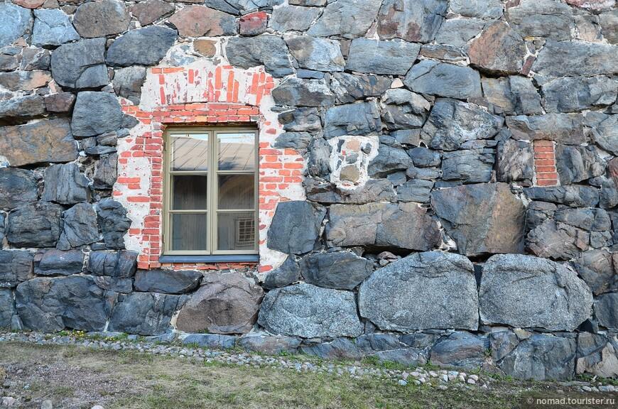 Что-то подсказывает мне, что окно прорубили позже... А может это тоже окно в Европу? ))
