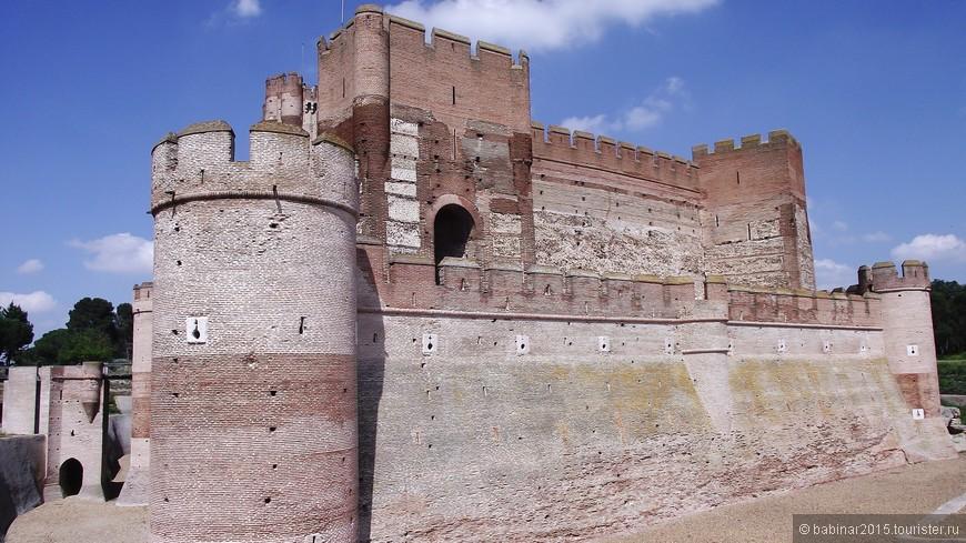 На протяжении XV столетия замок и город переходили из руки в руки королей Кастильи и Арагона, соперничавших между собой, причем нередко город поддерживал одну из сторон, а замок – другую. К примеру, в 1439 году инфант Арагонский запер городские ворота, заключив тем самым кастильского короля в стенах замка. Зато в 1441 кастильский король сумел добиться капитуляции двух с половиной сотен арагонских солдат в замке.