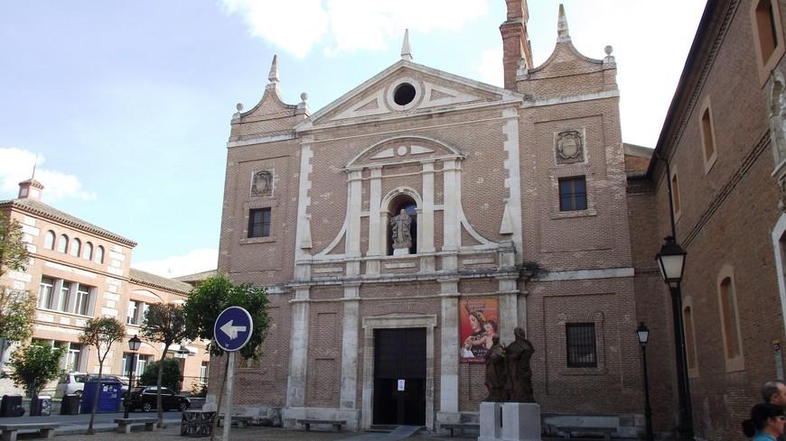 Церковь Непорочного зачатия Девы Марии мужского монастыря ордена Кармелитов. Здание XVII века в стиле барокко.