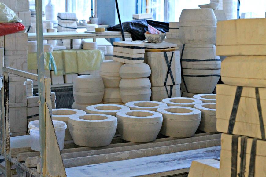 Склады завода  заполнены различными полуфабрикатами. Для каждого из них требуется своя гипсовая  форма.