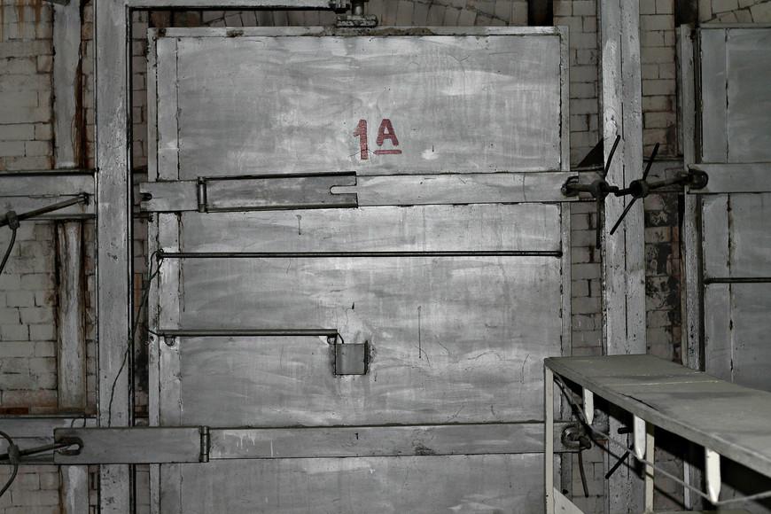 За этой дверью происходит чудо - глина превращается в фарфор.
