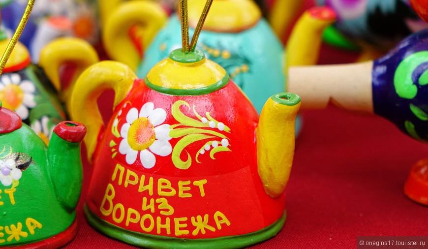 Чайник - не просто так. Чай в Воронеже не просто традиция. Испокон веков чаевничать у нас любили и умели, без самовара ни одного дома не было.